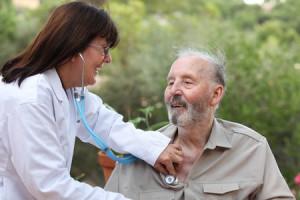 nurse practitioner diagnosing patient